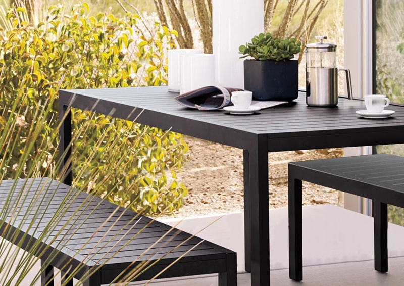 Grande-bench-and-Piana-dining-table-mobelli